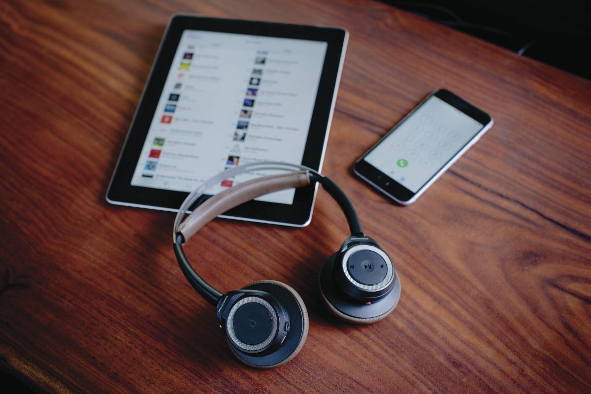 backbeat sense im test hochwertige bluetooth on ears mit starkem akku tech de. Black Bedroom Furniture Sets. Home Design Ideas
