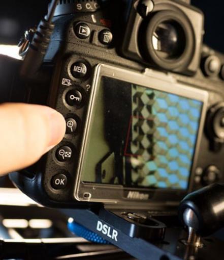 Zur Kontrolle der Schärfe besitzen viele Kameras eine Lupenfunktion.
