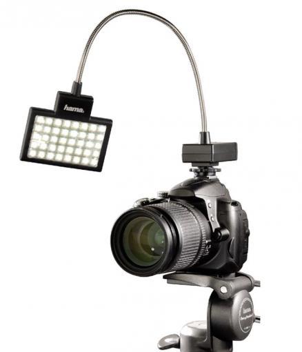 Flexible Ausleuchtung: LED-Videoleuchten mit Adapter für den Blitzschuh wie diese von Hama sind praktische Beleuchtungstools. Das Licht lässt sich gut ausrichten.
