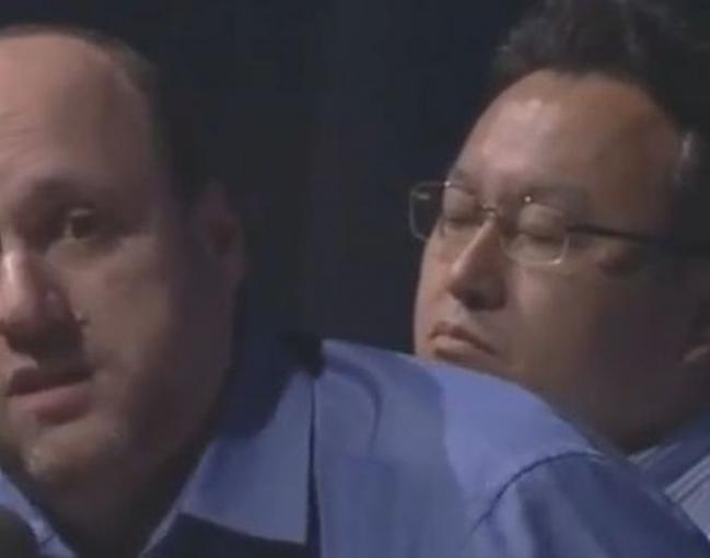 Verpennt: Sony-Chef Shuhei Yoshida fallen während PlayStation-Panel die Augen zu.