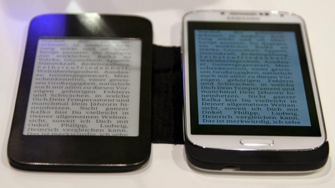 PocketBooks CoverReader, verbunden mit einem Galaxy S4 von Samsung