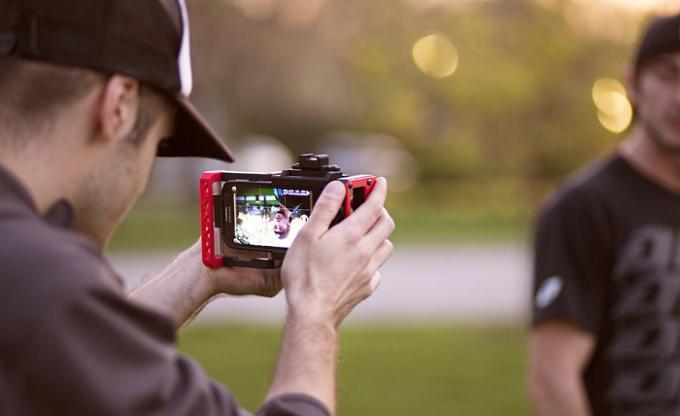 Beastgrip: Smartphone wird zur Spiegelreflex-Kamera