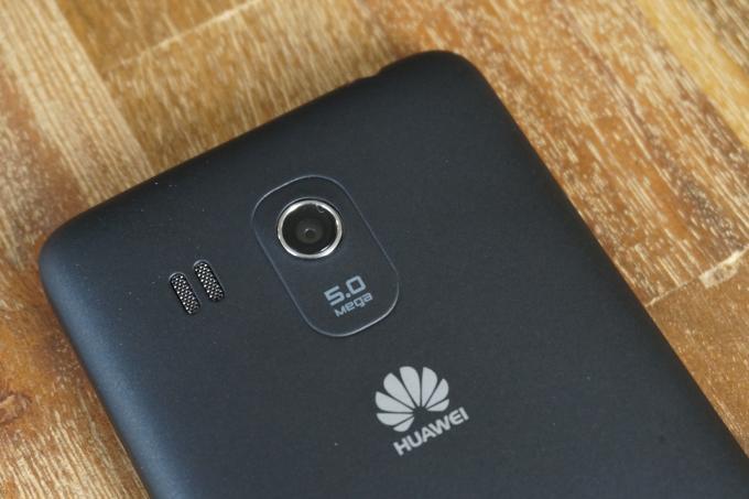 Die Kamera auf der Rückseite löst mit fünf Megapixeln auf und macht nur bei ausreichend Licht gute Fotos.