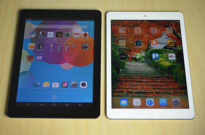 Im Vergleich zum iPad Air, erkennt man, dass der Bildschirm des Endeavour 1010 genauso groß ist, der Rahmen ist aber breiter.