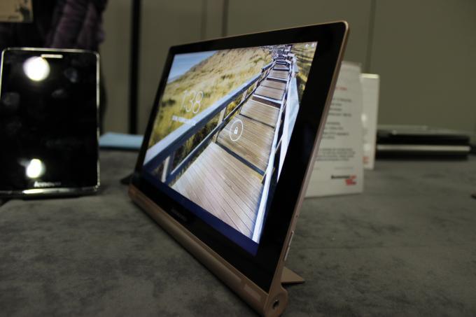 Hands-On-Video zum Lenovo Yoga Tablet 10 HD+ – Schickes Tablet mit Kickstand