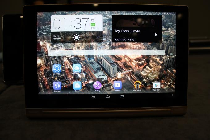 Hands-On-Video zum Lenovo Yoga Tablet 10 HD+ – Schickes Tablet mit Kickstand