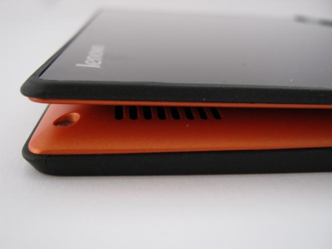 Im Tablet-Modus liegen die Rückseiten nicht plan übereinander, was etwas klobig wirkt.
