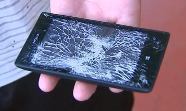 Nokia Lumia 520 stoppt Pistolenkugel und rettet Polizisten