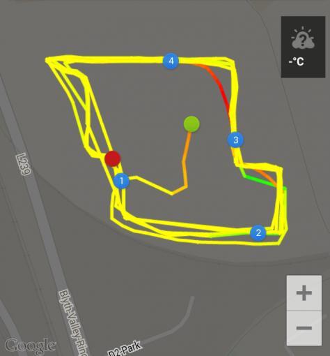 Wir sind in der Mitte gestartet und viermal exakt die selbe Runde gelaufen, die Ergebnisse schwanken jedoch wegen des schlechten GPS-Empfangs.