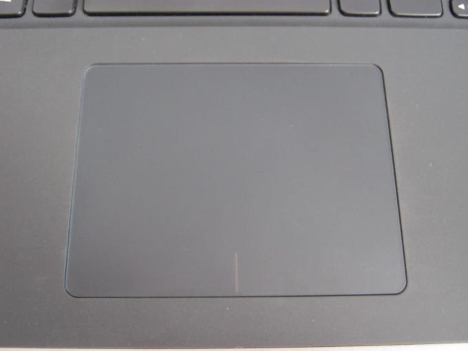 Mit dem Touchpad lässt sich Windows im Desktopmodus leidlich gut bedienen, oft nimmt man lieber den direkten Weg mit dem Finger auf den Touchscreen.