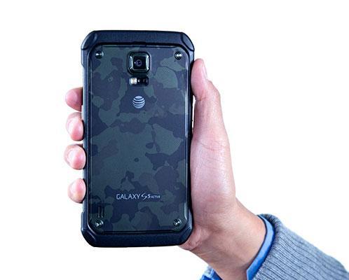 Auf der Rückseite des Geräts fehlt das Galaxy-S5-Active-Logo.