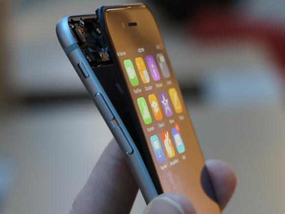 Smartphone-Versicherungen ersparen Kopfschmerzen, wenn das Telefon einem Unfall zum Opfer fällt