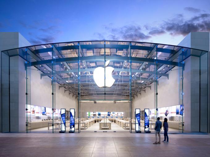 Man könnte meinen, dass es bald nur noch iPhones im Apple Store zu kaufen gibt