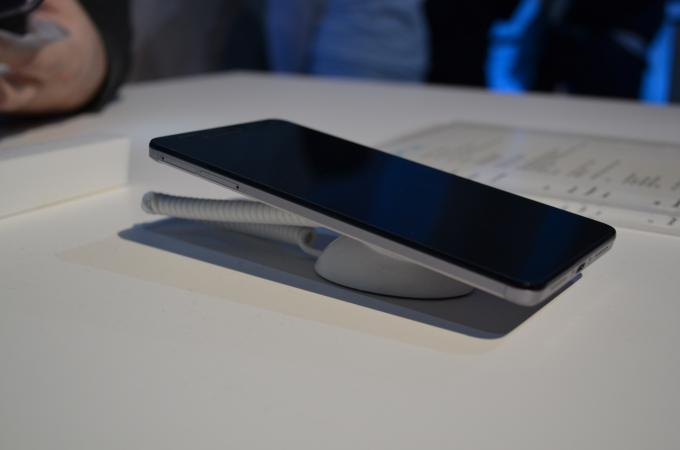 Die linke Seite des Smartphones hat 2 Karten-Schächte