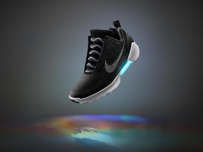 Nikes neue Schuhe können sich selbst zuschnüren