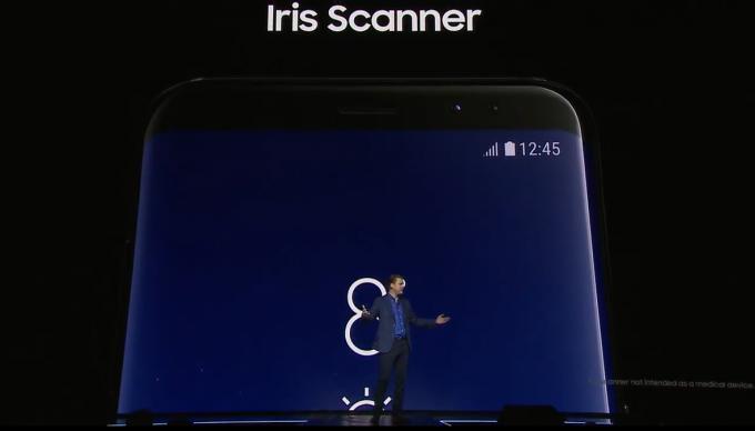 Das Telefon kommt mit Iris-Scanner