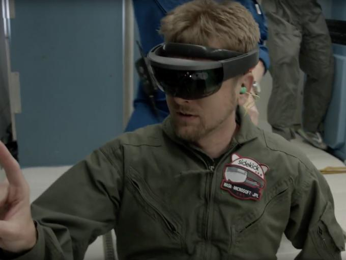 Jeff Norris testet Microsoft HoloLense in der Schwerelosigkeit