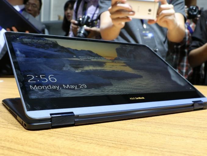 Asus ZenBook Flip S Convertible im umgeklappten Zustand