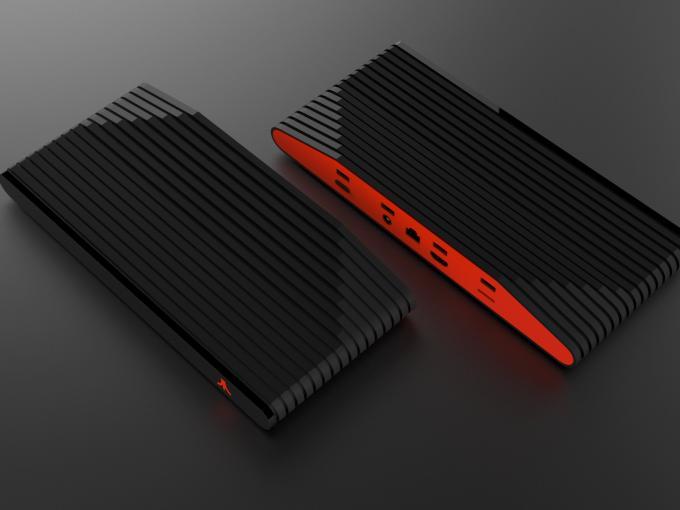 Die Atari Box in rot-schwarzer Optik. Auf der Rückseite erkennt man unter anderem vier USB-Anschlüsse und einen Steckplatz für Micro-SD-Karten.