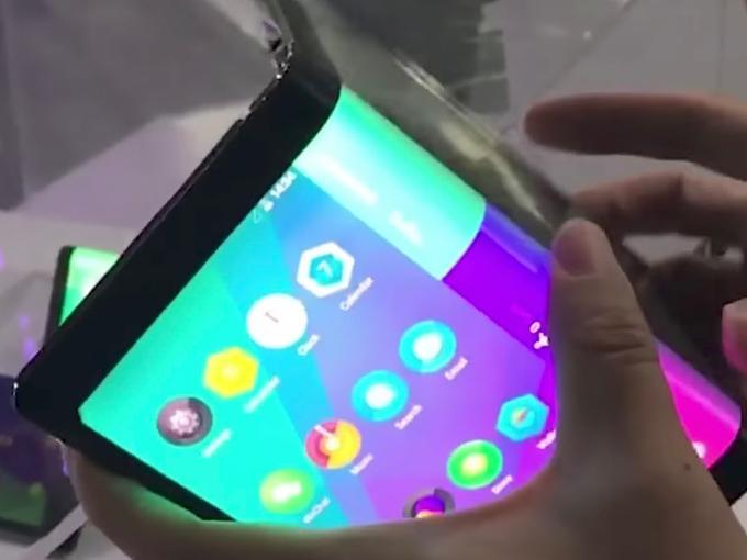 Lenovo Folio: biegbares Tablet