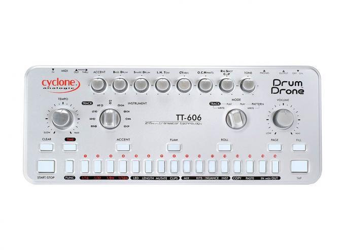 Cyclone TT-606 Beide Drumcomputer sehen nahezu identisch aus, unterscheiden sich aber in Anzahl und Klang der analogen Sounds.