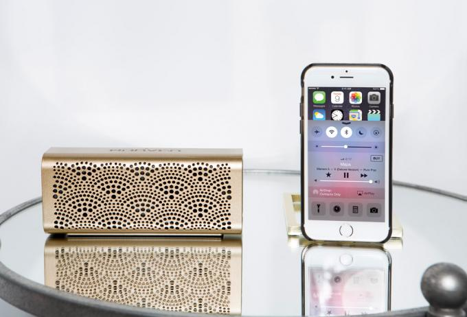 Der elegante Bluetooth-Lautsprecher Braven Lux ist ein richtiges Multitalent.