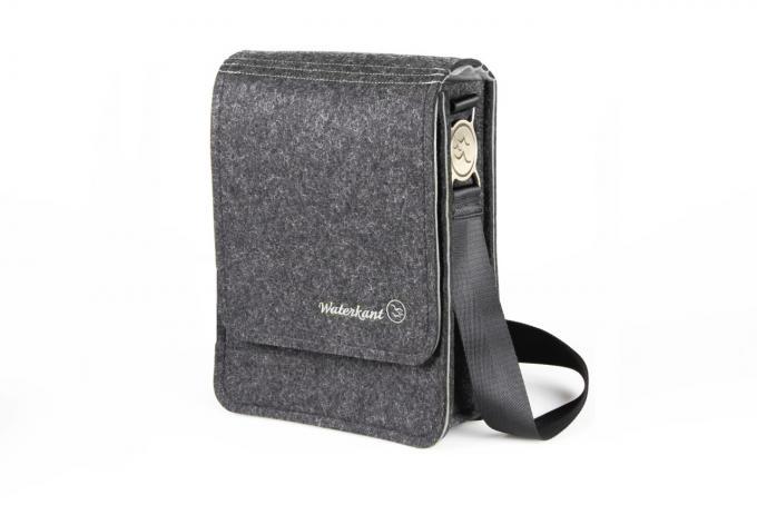 Der Deichkönig ist eine hochwertige Umhängetasche aus Wollfilz für das iPad und iPad Air.