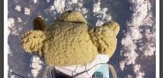 Mit Raspberry ausgestatteter Teddy springt aus 39 Kilometern Höhe