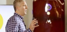 """Motorola-Chef tritt Jony Ives Kritik am Moto Maker-Konzept entgegen - Apples Preise seien zudem """"unverschämt"""""""